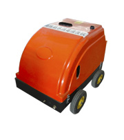 Hot water high pressure cleaning machine